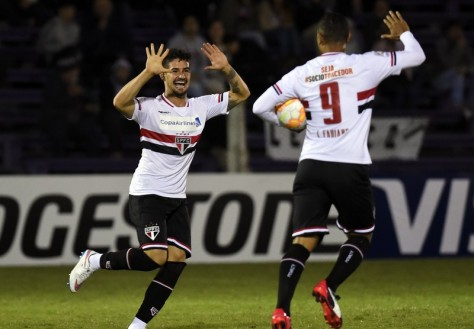 Alexandre Pato of Brazil's Sao Paulo FC, left, celebrates with teammate Luis Fabiano after scoring against Uruguay's Danubio during a Copa Libertadores soccer game in Montevideo, Uruguay, Wednesday, April 15, 2015. (AP Photo/Matilde Campodonico)