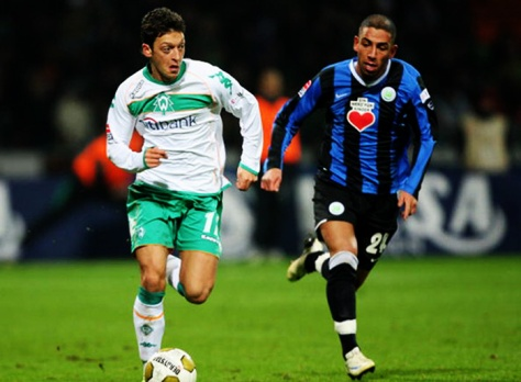 BREMEN, GERMANY - DECEMBER 13: Ashkan Dejagah (R) of Wolfsburg challenges Mesut Ozil of Bremen during the Bundesliga match between Werder Bremen and VfL Wolfsburg at the Weser Stadium on December 13, 2008 in Bremen, Germany. (Photo by Stuart Franklin/Bongarts/Getty Images)
